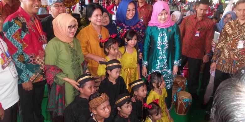 Jempol Ibu Negara Iriana untuk Abah Suwanda...