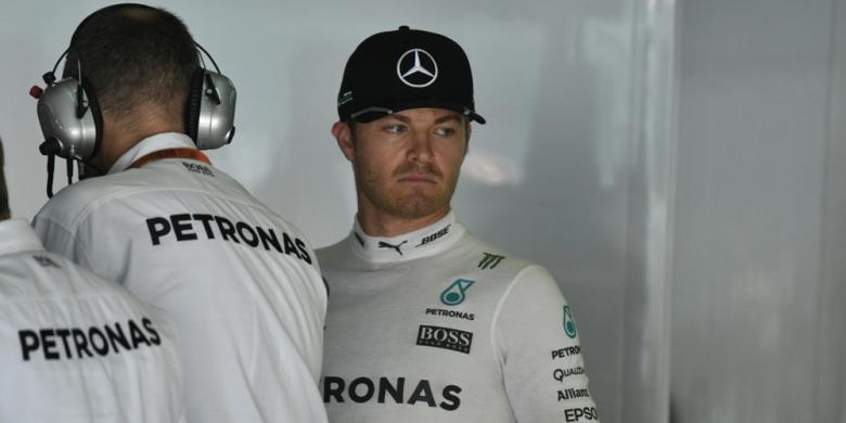 Rosberg Tercepat, Mobil Magnussen Terbakar