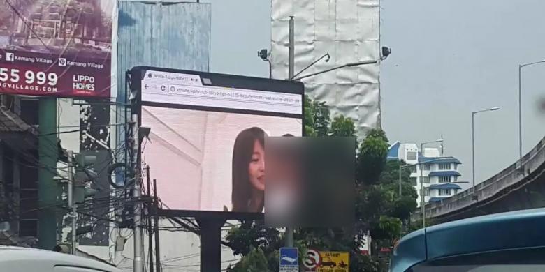 Heboh! Billboard di Jln Wijaya Jakarta Selatan di Retas menjadi Video Porno