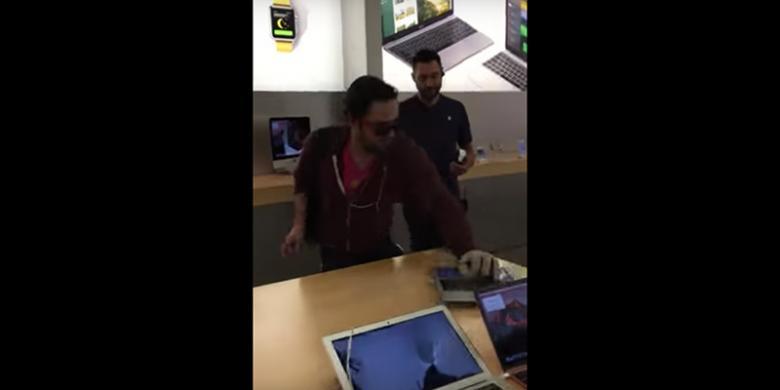 1204369apple3780x390 » Mengamuk Di Toko Apple, Pria Ini Hancurkan IPhone Dan MacBook