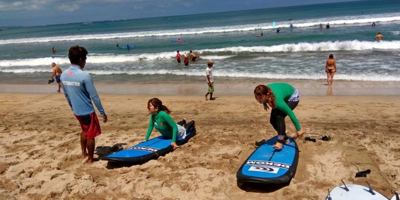 """Bisnis """"Surfing"""" Di Bali Menjanjikan, Tetapi…"""