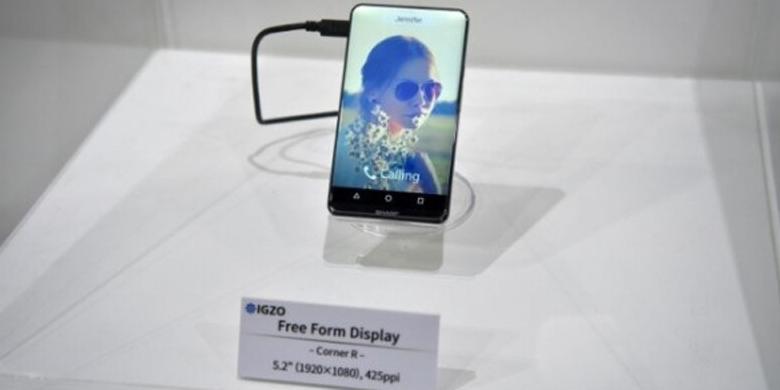 "Sharp Pamerkan Corner R, Ponsel Android Tanpa ""Bezel"""