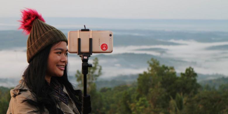 """Cara Mengambil """"Sideface Selfie"""" Yang Ciamik Di Tempat Wisata"""