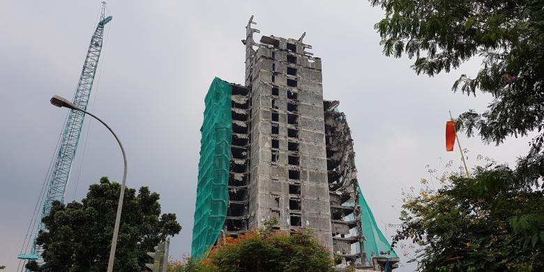 Gedung Panin Bank Diperkirakan Roboh Keseluruhan Sebulan Lagi