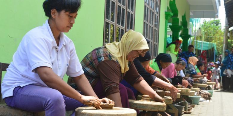 Merawat Gerabah Klipoh Warisan Leluhur Borobudur