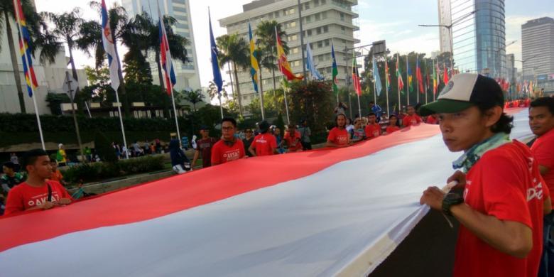 Sumpah Pemuda, Bendera Merah Putih 71 Meter Dibentangkan Di Bundaran HI