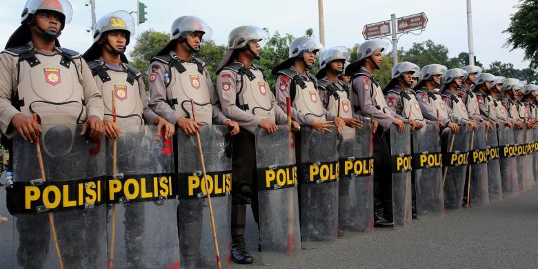 Giliran Jokowi Temui Polisi Yang Amankan Demo 4 November