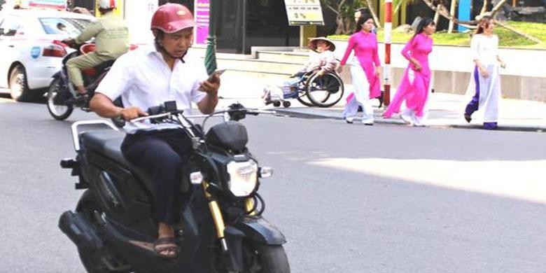 Berponsel Saat Berkendara Semakin Parah Di Vietnam
