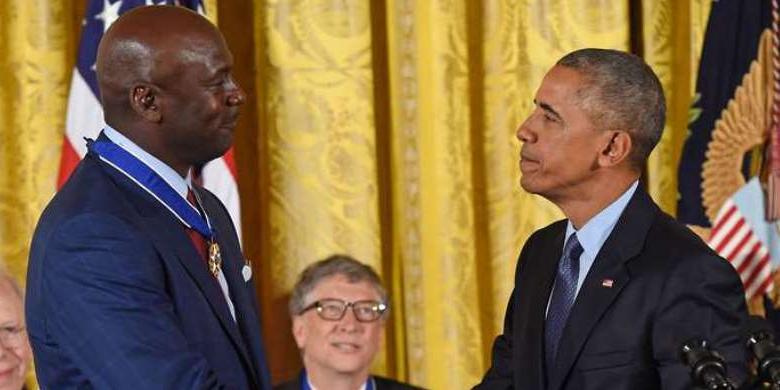 Michael Jordan  Menangis Di Hadapan Obama