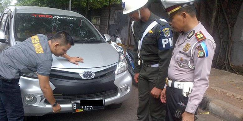 """Ada Stiker """"TNI"""" di Pelat Nomor, Bolehkah? 0032507Pelat-nomor780x390"""