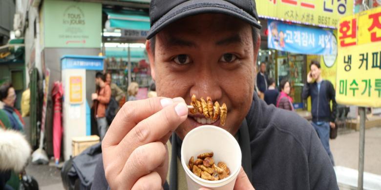 Larva Ulat Sutra Rebus, Berani Cicipi?