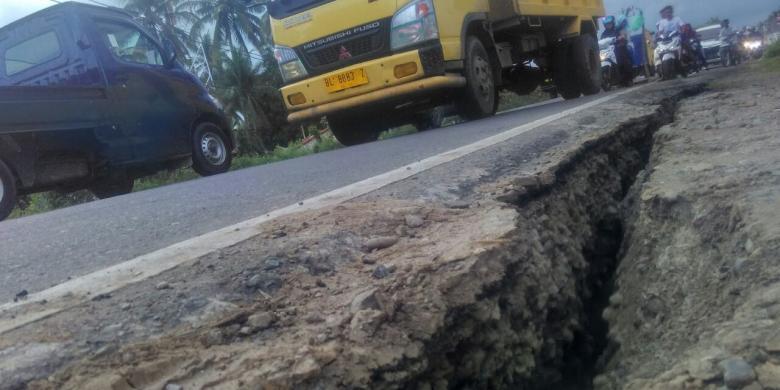Gempa Aceh, Sejumlah Jalan Terbelah hingga Selebar 30 Cm