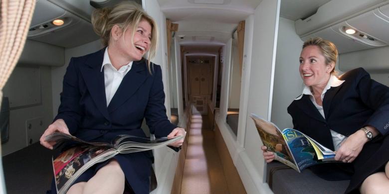Mengintip Ruang Tidur Rahasia Pramugari Di Pesawat