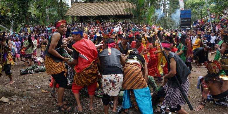 Mengulang Perang Puputan Di Rowo Bayu Banyuwangi