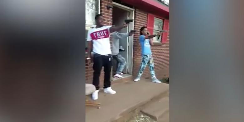 """Video """"Mannequin Challenge"""" Ini Bikin Pemuda Ditangkap Polisi"""