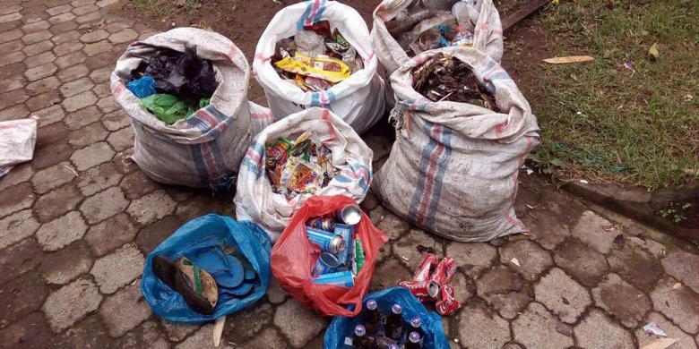 Hampir 1,5 Ton Sampah Diangkut Dari Gunung Rinjani
