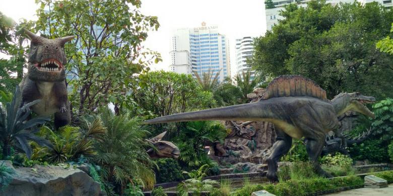 """Dikejar-kejar """"Dinosaurus"""" di Bangkok, Berani Coba? video viral info traveling info teknologi info seks info properti info kuliner info kesehatan foto viral berita ekonomi"""