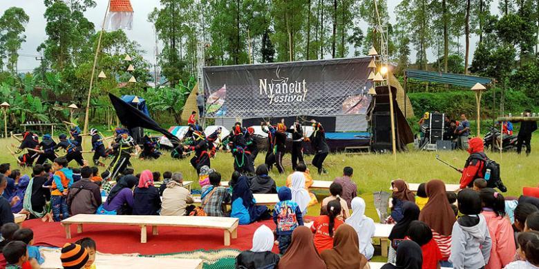 "Nyaneut, Tradisi ""Ngeteh"" Di Gunung Cikuray"