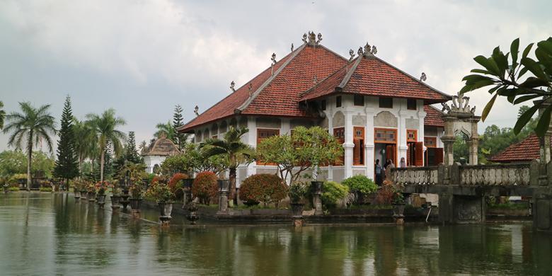 "Taman Soekasada Ujung, Destinasi ""Instagenic"" Di Timur Bali"