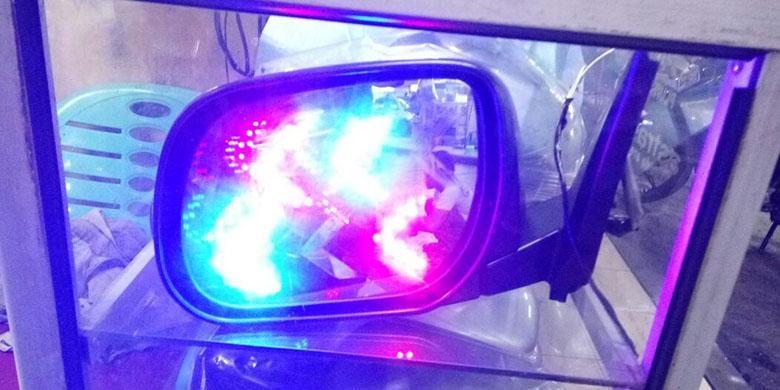 Kaca Spion dengan LED Tambahan
