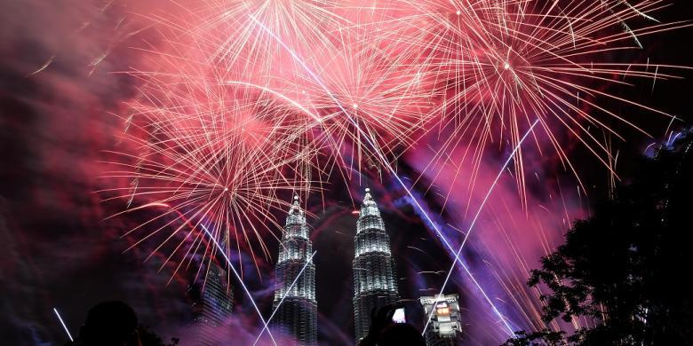 http://assets.kompas.com/data/photo/2017/01/01/022502920170101-022203-1495-malaysia.new-.year-780x390.jpg