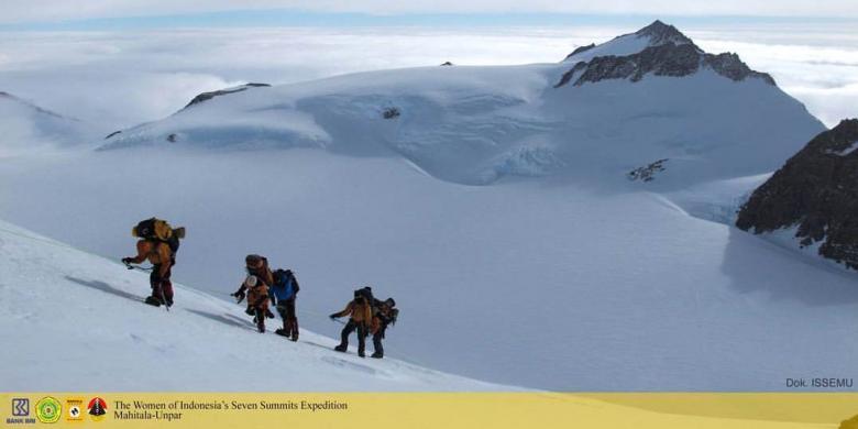 Dua Pendaki Putri Kibarkan Merah Putih Di Puncak Tertinggi Antartika
