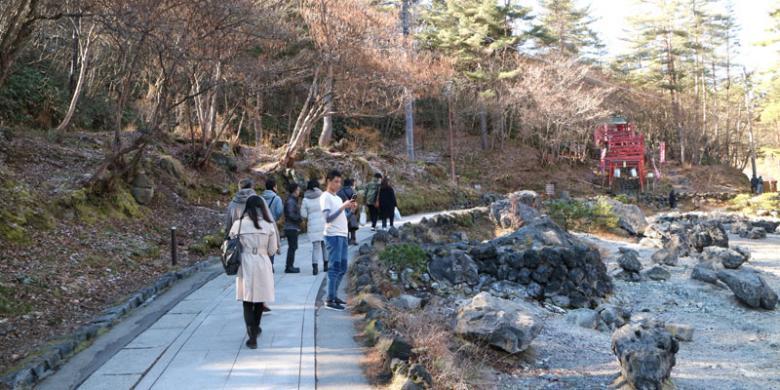 Jalan Kaki Menyusuri Taman Sekitar Kusatsu Onsen