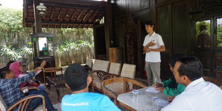 Petugas Kebersihan Rumah Bupati Banyuwangi Dilatih Jadi Pemandu Wisata