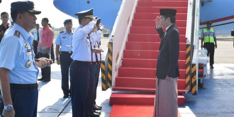 """3 Momen Kehebohan Jokowi """"Sarungan"""" Di Media Sosial"""