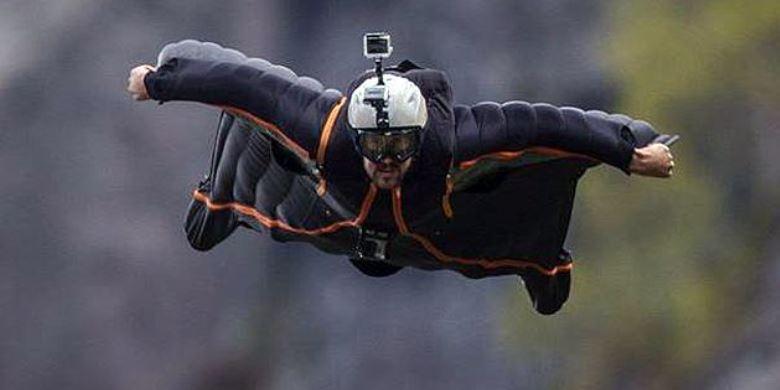 """Atlet Terjun """"Wingsuit"""" Tewas Di Pegunungan Tiongkok"""