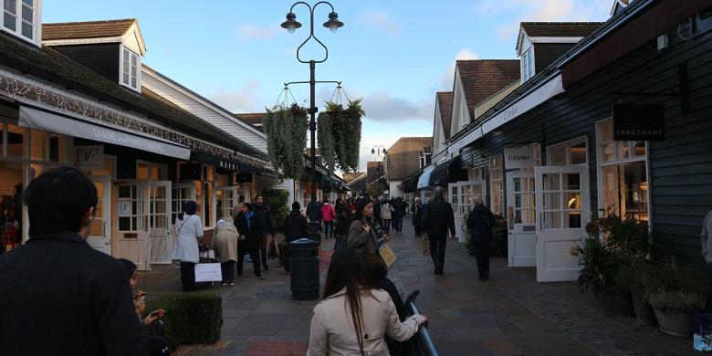Belanja Tas Bermerek Dengan Selisih Harga Hingga 50 Persen Di Inggris