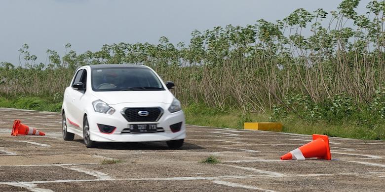Mobil Murah Datsun Disiksa Dengan Berbagai Cara