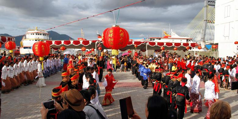 Turis China Terpukau Perpaduan Budaya Sulut Di Festival Imlek