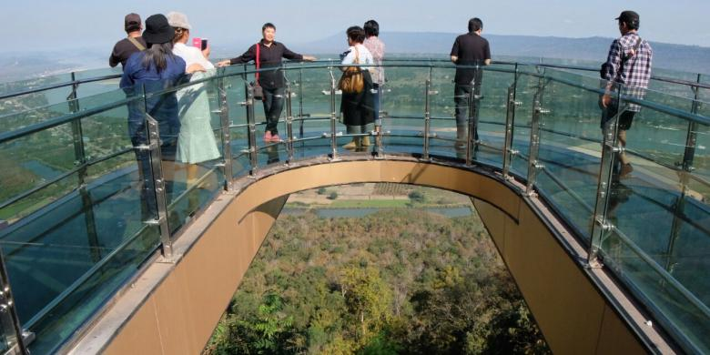 Jembatan Kaca Di Thailand, Serasa Berdiri Di Awan!