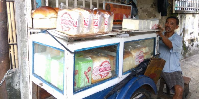 Kisah Jaja, 40 Tahun Berjualan Roti Guriyana
