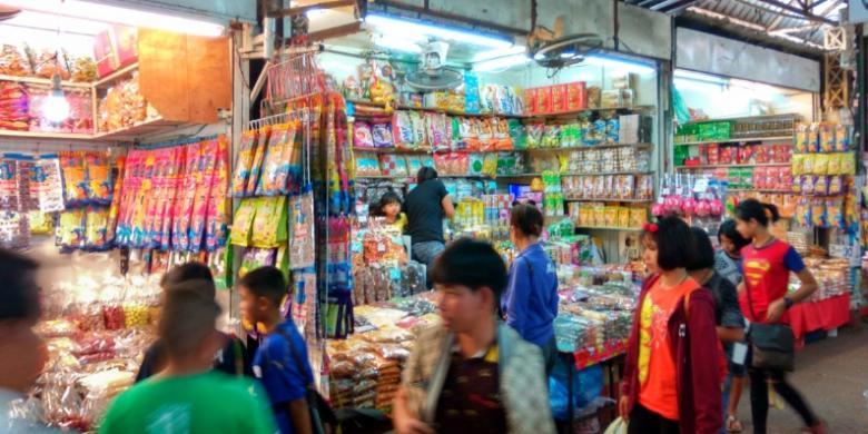 Pasar Tha Sadet, Tempatnya Berburu Barang Indochina