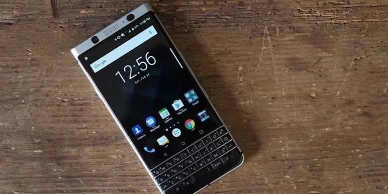 "Sama-sama Usung ""Keyboard"" Fisik, Apa Beda BlackBerry KeyOne Dan Priv?"