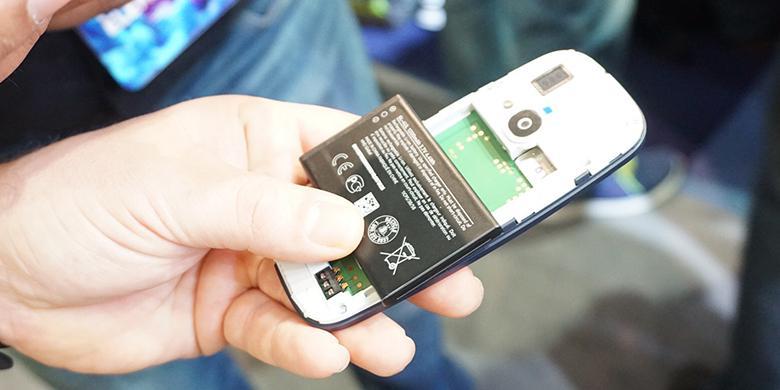 Baterai Nokia 3310 tetap bisa dilepas. Casing belakang bisa dibuka untuk mengakses slot SIMcard dan microSD.