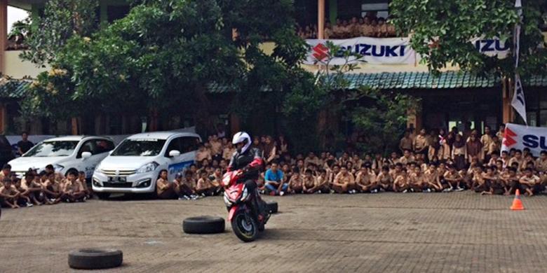 """1509262ssusuki780x390 » Suzuki Tebar Virus """"Safety Riding"""" Ke Siswa SMP"""