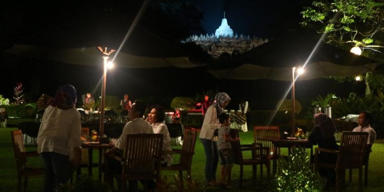 """Nikmatnya Santap Malam """"Barbeque"""" Sambil Memandang Borobudur"""