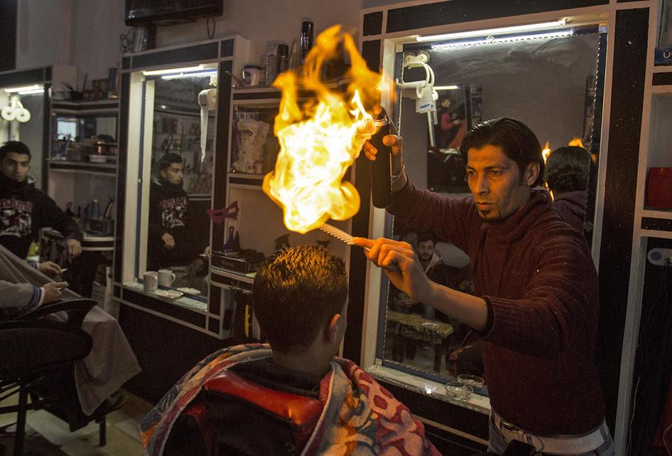 Cukur Rambut dengan Api di Palestina