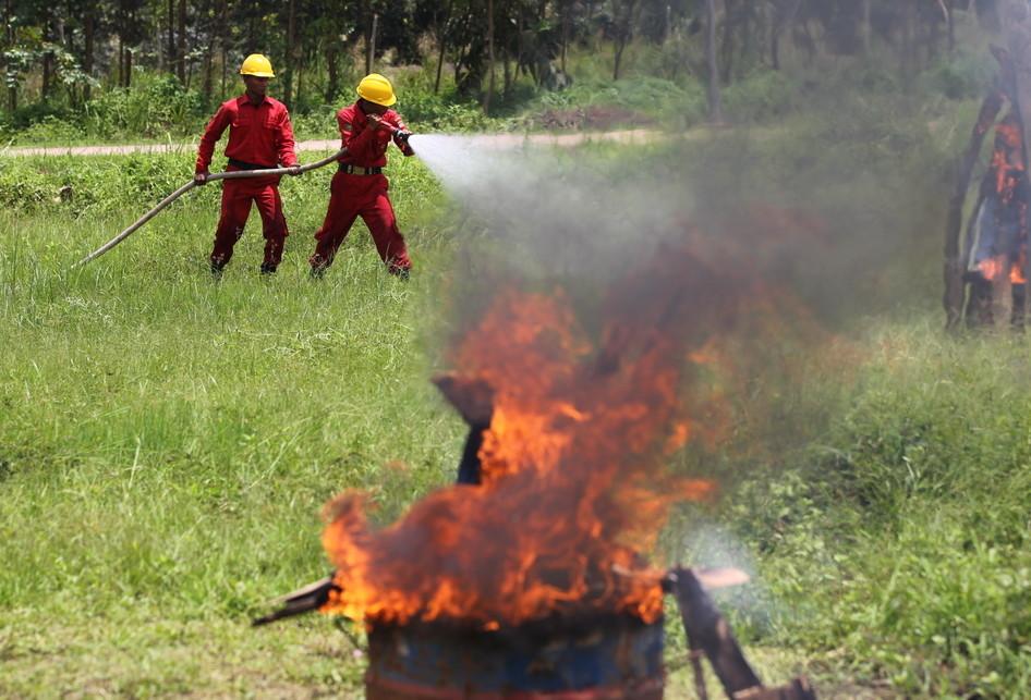 Simulasi Pemadaman Kebakaran di APP Sinar Mas