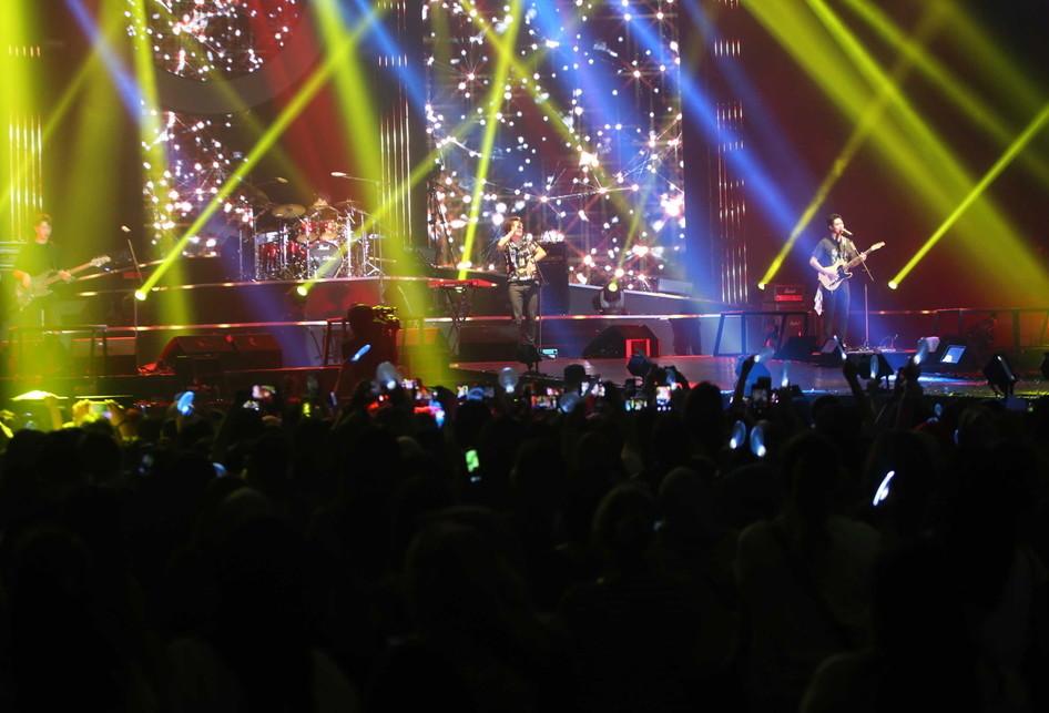 uasana konser band asal Korea Selatan CNBLUE di Indonesia Convention Exhibition (ICE) BSD, Tangerang, Sabtu (15/7/2017). Band beraliran pop rock ini menggelar konser bertajuk Between Us untuk para penggemarnya yang disebut BOICE.(KOMPAS.com/ANDREAS LUKAS ALTOBEL)