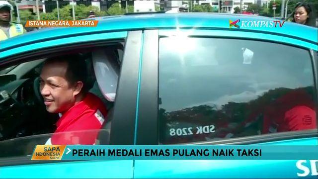 Peraih Medali Emas Pulang Naik Taksi Usai Parade