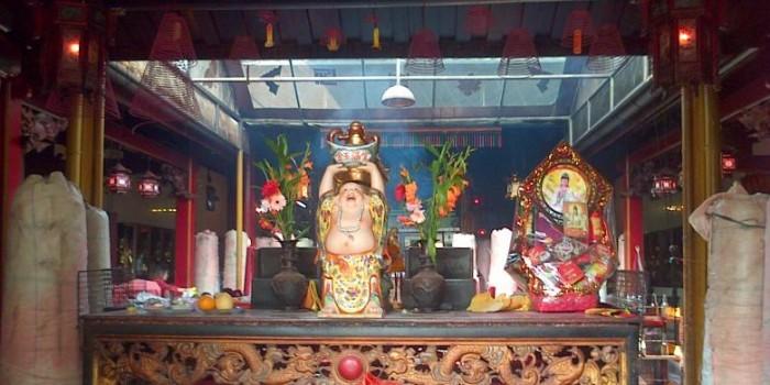 Patung Dewi Kwan Im Selamat dari Kebakaran Wihara Dharma Bhakti