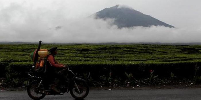 Pencinta Alam dan Masyarakat Bersihkan Jalur Pendakian Gunung Kerinci