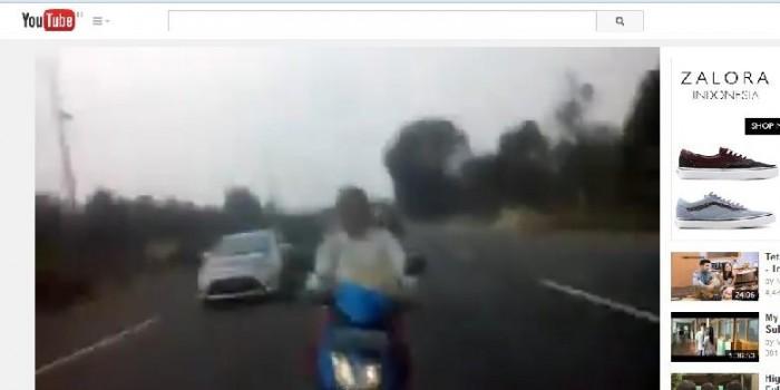"""Heboh, Video Wanita """"Ngebut"""" Naik Sepeda Motor di Tol Dikejar Polisi"""