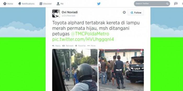 Ini Kronologi Alphard Terserempet Kereta di Senayan