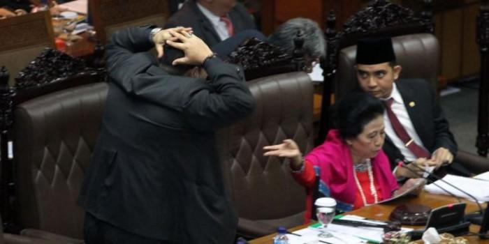 Sudah Tahu Dilarang, Apa Alasan Yulian Mencium dan Pijat Pimpinan Sidang DPR?