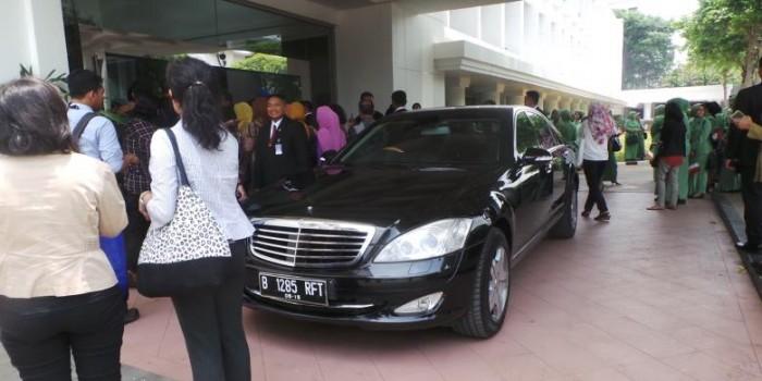 Lewat di Depan Istana, SBY Diteriaki Massa